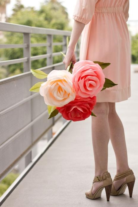 гигантские розы из гофробумаги (34) (465x700, 180Kb)
