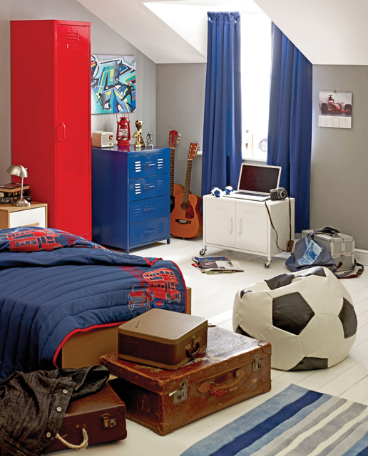 football-inspired-boys-room (516x640, 274Kb)