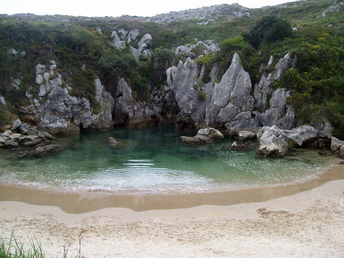 Пляж Плайя-де-Гульпиюри Испания 2 (700x525, 144Kb)