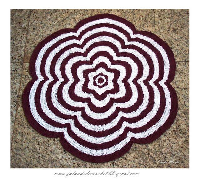 Очень красивый коврик для уюта в доме предлагаю связать крючком по схемам и по мастер классу.