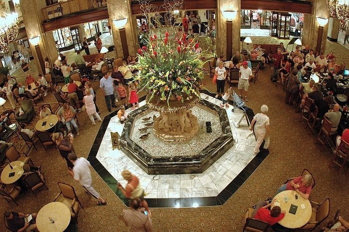 Утки на красной дорожке: необычное дефиле в отеле Пибоди (Мемфис, США)