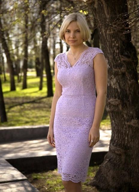 Платье с кружевными фестонами