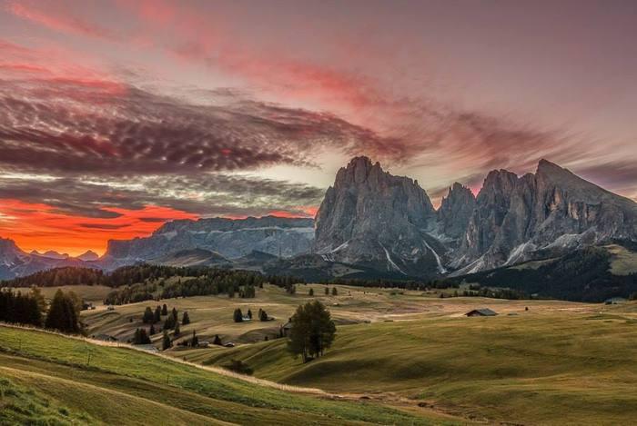 Закат в Доломитовых Альпах, Италия (700x469, 47Kb)