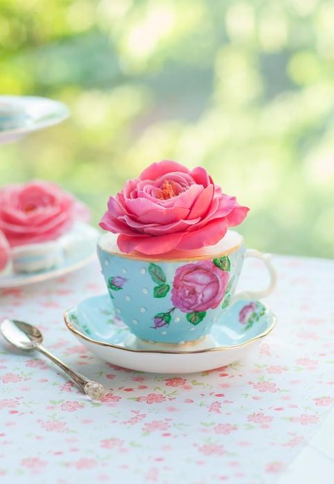 Нежные розы из сахарной мастики (3) (483x700, 188Kb)