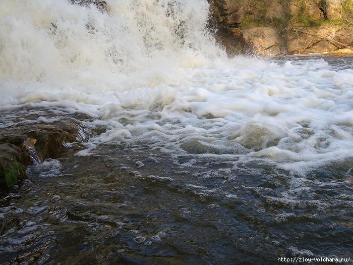 Водопад. Вид вблизи/1415502_2 (700x525, 359Kb)