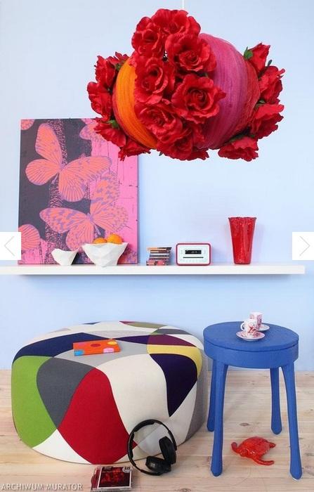 Цветочный абажур из строительной сетки и искусственных цветов (8) (447x700, 95Kb)