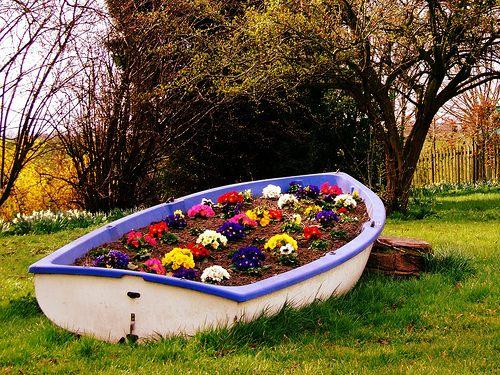 как сделать клумбу лодку