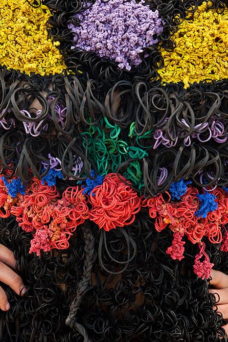 платья из канцелярских резинок маргарита милева 2 (466x700, 270Kb)