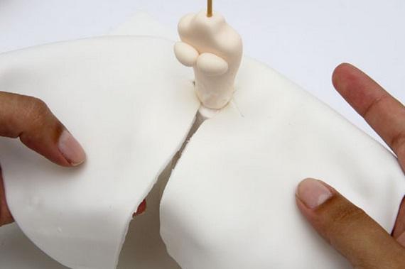 La novia y el novio en el pastel de bodas.  Modelado de masilla de azúcar (22) (570x379, 34Kb)