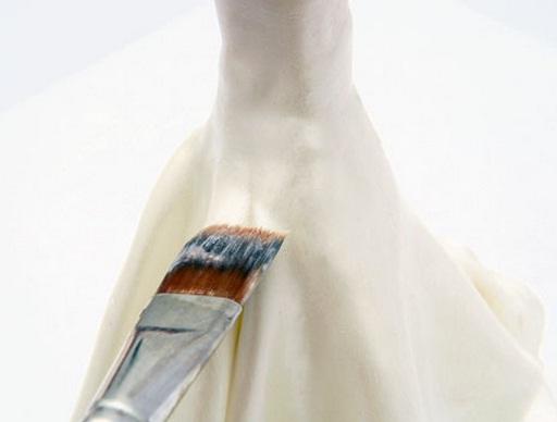 La novia y el novio en el pastel de bodas.  Modelado de masilla de azúcar (32) (512x388, 29Kb)