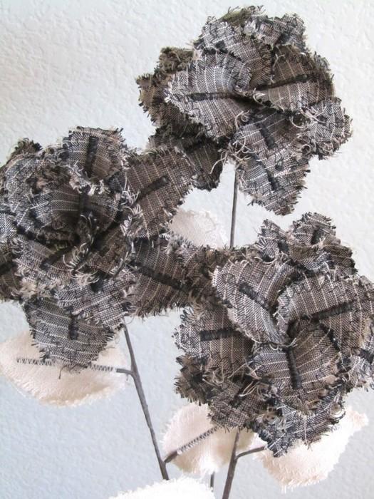 Текстильные цветы и веточки на проволоке и декор вазы тканью (18) (525x700, 131Kb)