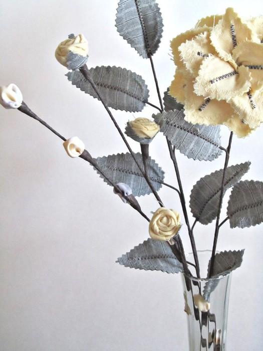 Текстильные цветы и веточки на проволоке и декор вазы тканью (20) (525x700, 83Kb)