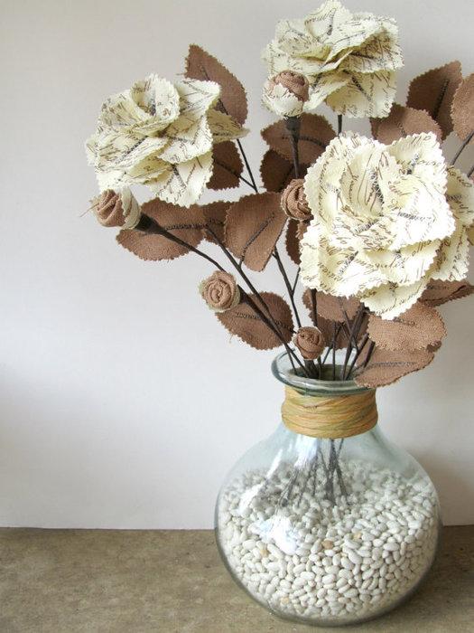 Ваза с цветами из ткани