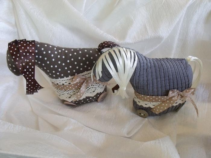 Нежные текстильные лошадки. Фото идея (4) (700x525, 231Kb)
