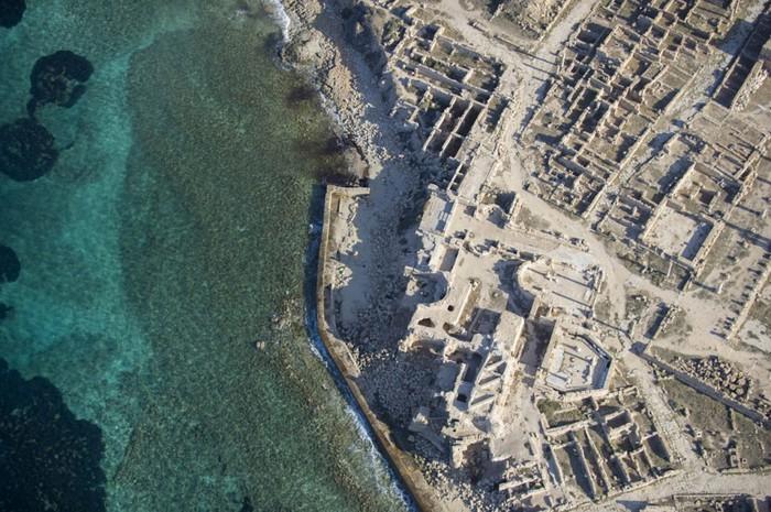 древние руин рима в ливии фото Jason Hawkes 5 (700x465, 135Kb)