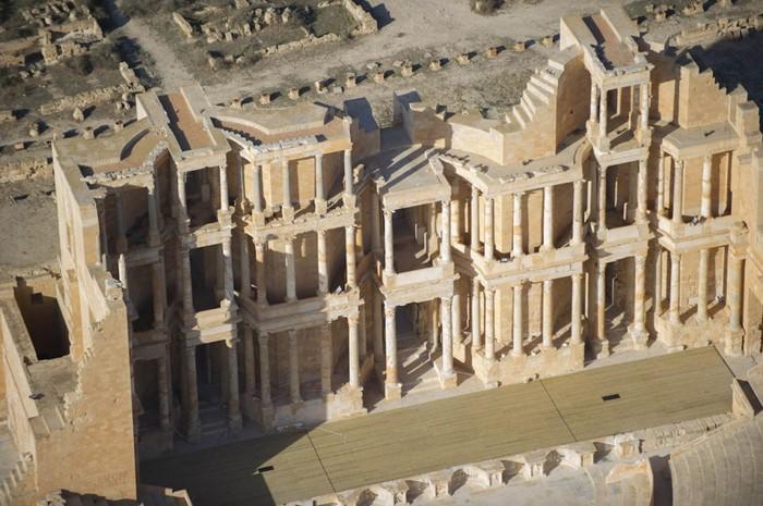 древние руин рима в ливии фото Jason Hawkes 7 (700x465, 106Kb)