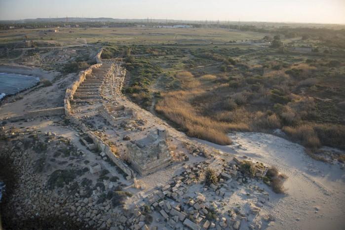 древние руин рима в ливии фото Jason Hawkes 9 (700x466, 98Kb)