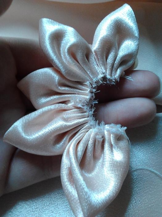 Нежный цветочек из ткани. Мастер-класс (14) (525x700, 285Kb)