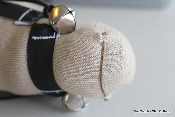 Лошадка из носка. Скакун на палочке для детишек. Мастер-класс (17) (600x400, 111Kb)