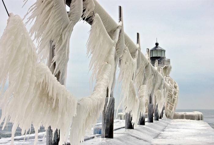frozen-lighthouses-6 (700x475, 84Kb)