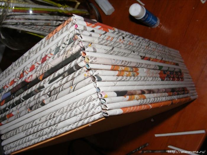 Декорирование обувной коробки газетными трубочками. Мастер-класс (12) (700x525, 319Kb)