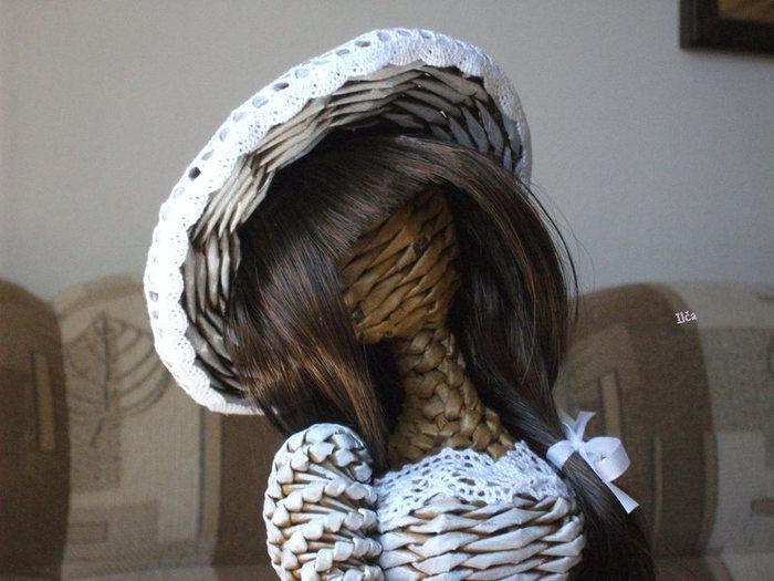 Плетение. Куколка из газетных трубочек (3) (700x525, 69Kb)