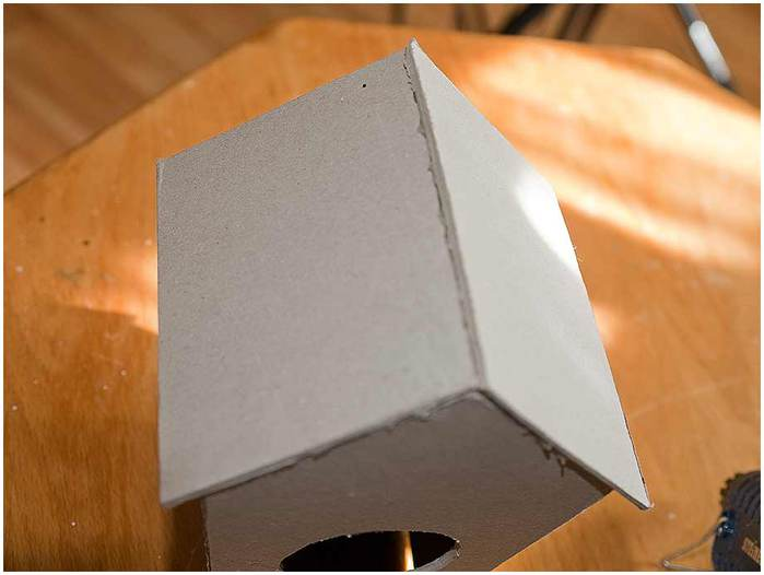 Домик для птички из картона, палочек от мороженого, с мозаикой из яичной скорлупы (13) (700x526, 28Kb)