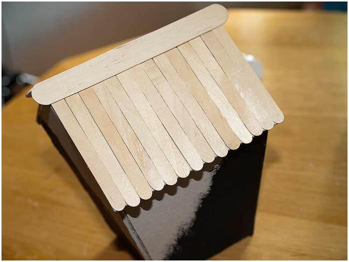 Домик для птички из картона, палочек от мороженого, с мозаикой из яичной скорлупы (17) (700x526, 35Kb)