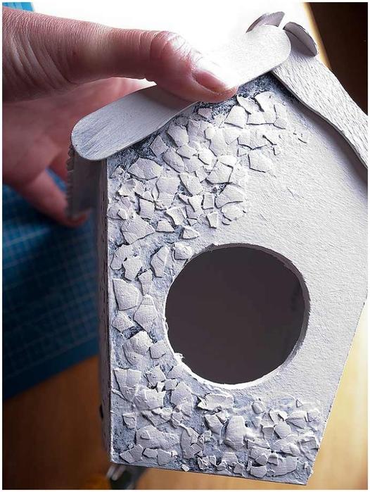 Домик для птички из картона, палочек от мороженого, с мозаикой из яичной скорлупы (22) (526x700, 255Kb)