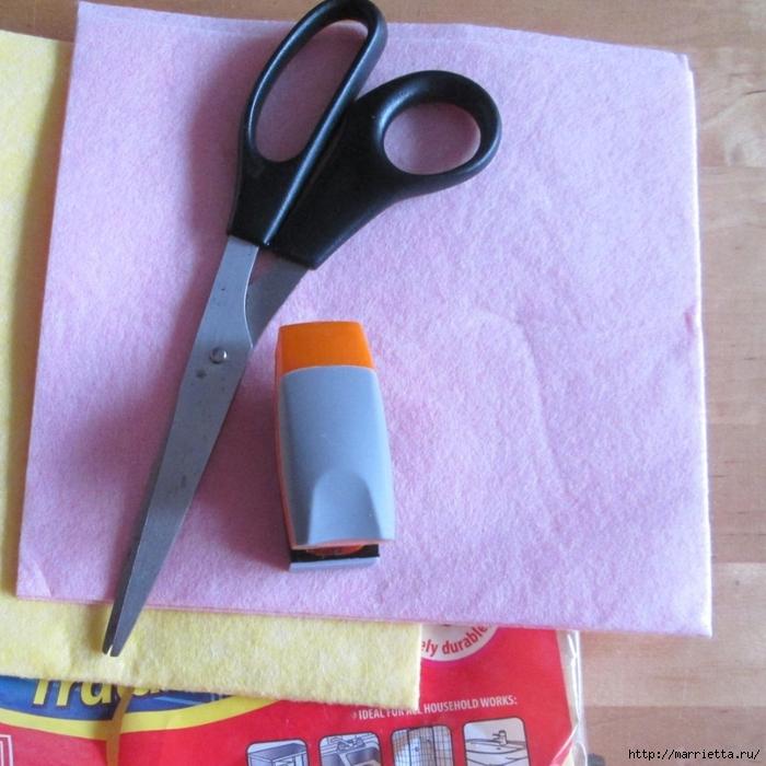 Розочки из вискозных салфеток. Цветочное панно - валентинка (1) (700x700, 349Kb)