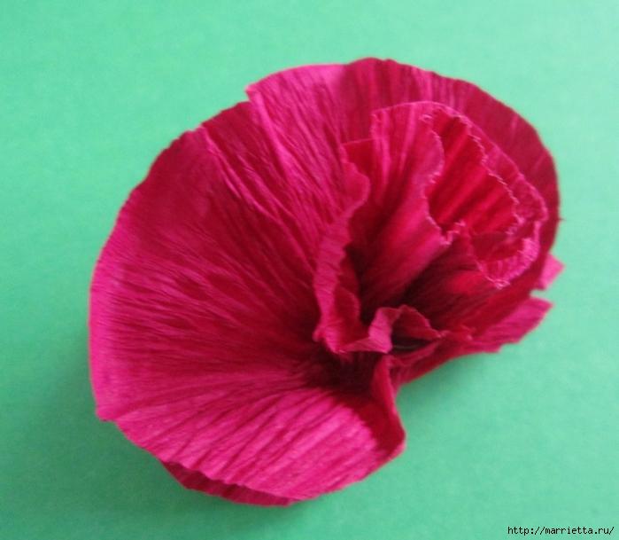 Розочки из вискозных салфеток. Цветочное панно - валентинка (17) (700x609, 263Kb)