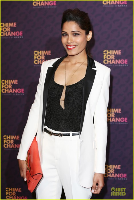 freida-pinto-john-legend-chime-for-change-concert-media-room-07 (468x700, 67Kb)