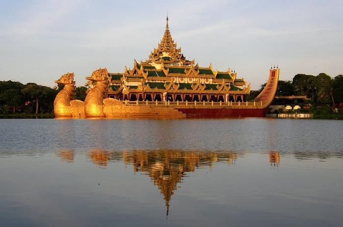 Karaweik-Palace (700x462, 81Kb)