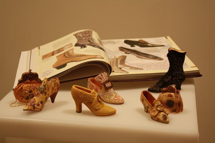 миниатюрные туфли Мануэль Бордера 1 (700x466, 158Kb)