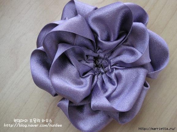 Украшения своими руками. Стильные цветы из атласных лент (11) (578x433, 164Kb)