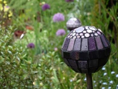 Bolas decorativas feitas de cimento para o jardim.  Idéias e master class (16) (391x294, 42KB)