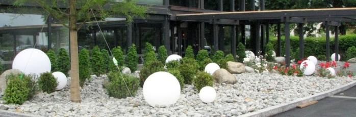 Bolas decorativas feitas de cimento para o jardim.  Idéias e master class (35) (700x231, 56Kb)