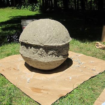 Bolas decorativas feitas de cimento para o jardim.  Idéias e master class (37) (350x353, 68KB)