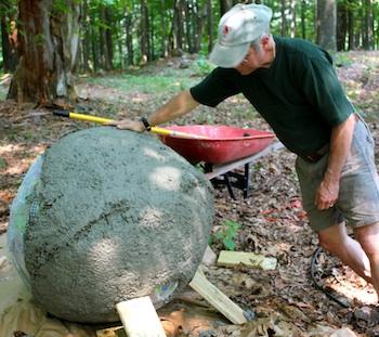 Bolas decorativas feitas de cimento para o jardim.  Idéias e master class (39) (350x311, 66KB)