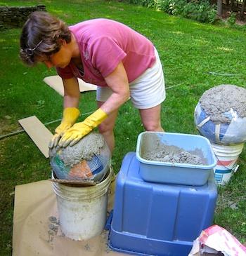 Bolas decorativas feitas de cimento para o jardim.  Idéias e master class (47) (350x365, 71KB)