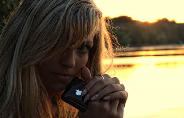 iphone-girl-48 (612x395, 59Kb)