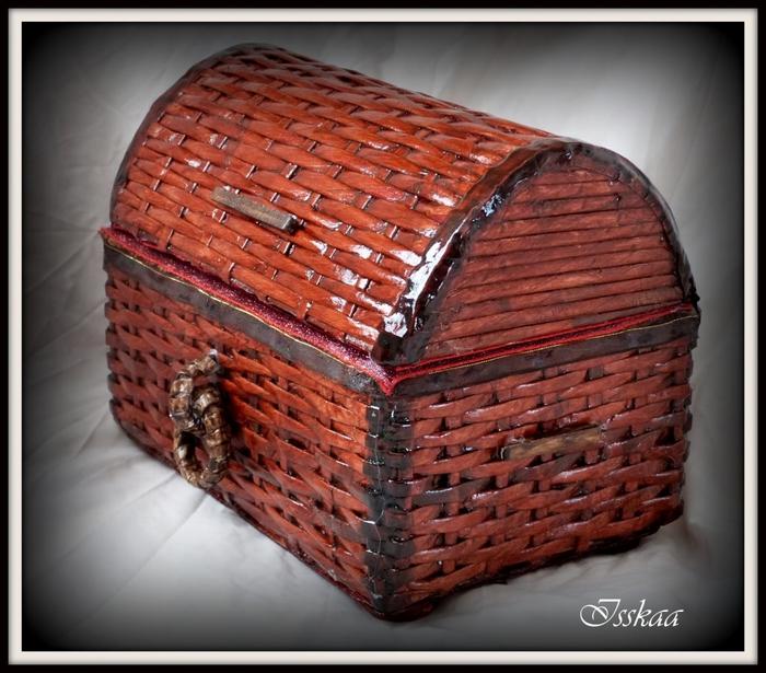 Сундучок из коробки, оплетание газетными трубочками. Мастер-класс (19) (700x615, 294Kb)