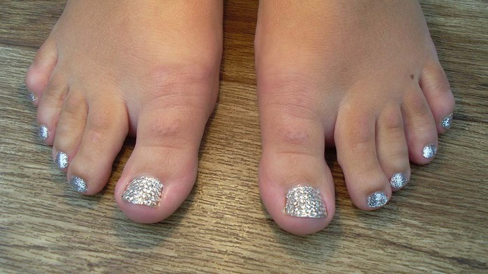 modnyj_pedicure_2012_foto_09 (700x393, 82Kb)