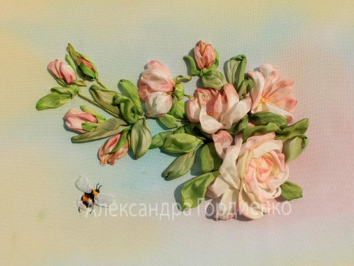 роза и шмель (700x525, 134Kb)