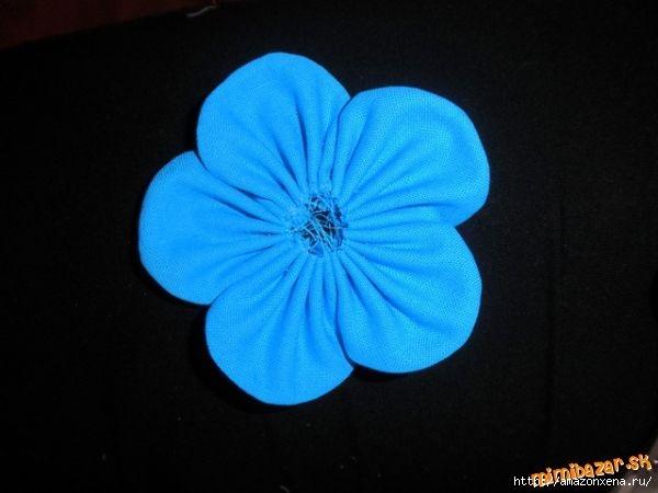 Мастер-класс по созданию цветочков из ткани для украшения детской одежды (7) (600x450, 88Kb)