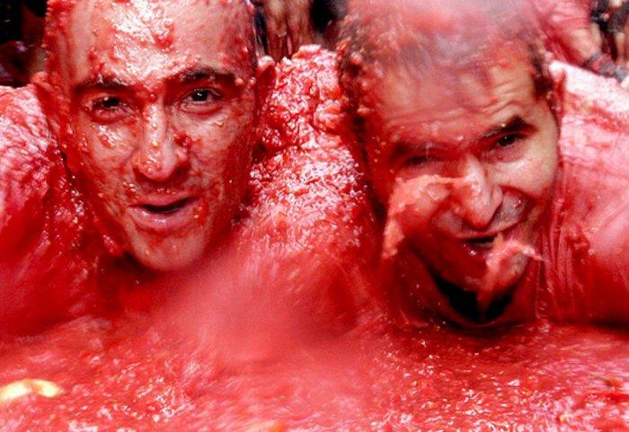 фестиваль ла томатина испания 9 (700x481, 81Kb)