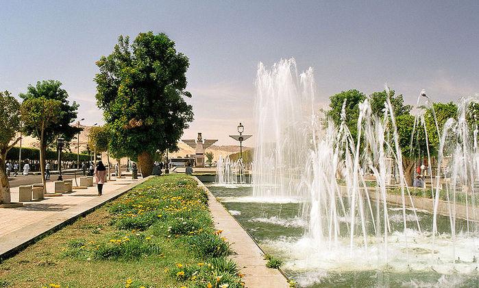5314513_800pxRailway_Station_Street_Aswan_Egypt_Oct_2004_A (700x420, 112Kb)