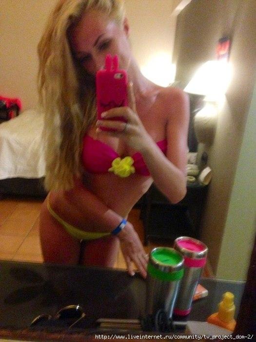 Фото красивая блондинка фоткает сама себя из зеркала фото 124-776