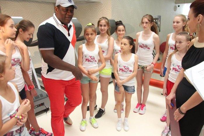 Участницами стали 16 девочек в возрасте от 9 до 13 лет:воспитанницы модельн