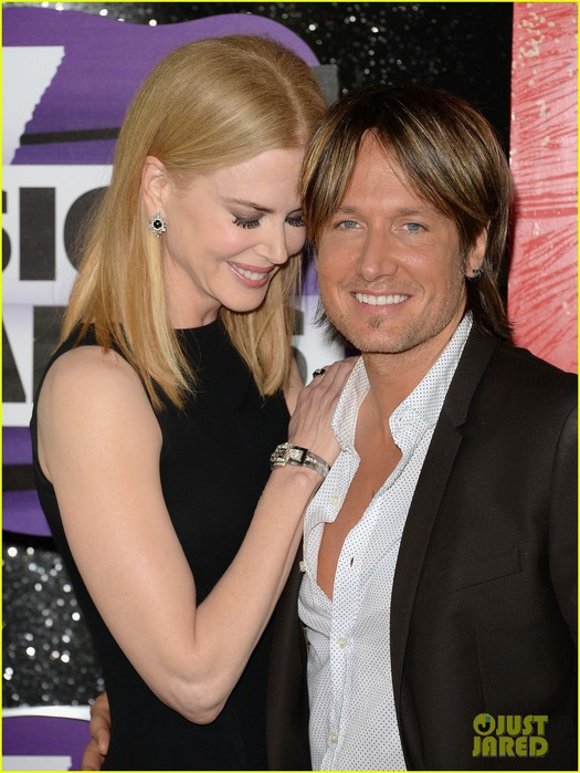 nicole-kidman-keith-urban-cmt-music-awards-2013-red-carpet-02 (525x700, 99Kb)